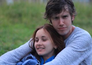 Gadis Rusia Gemar Menempel pada Pasangannya