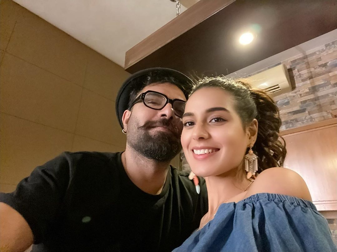 Iqra Aziz Yasir Hussain and Sonya Hussyn with Friends [Pictures]