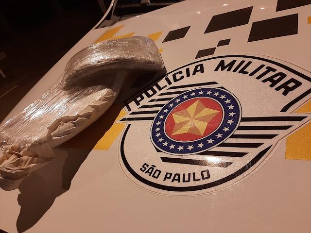 Boliviano é preso com cerca de 1 kg de pasta base de cocaína na cueca