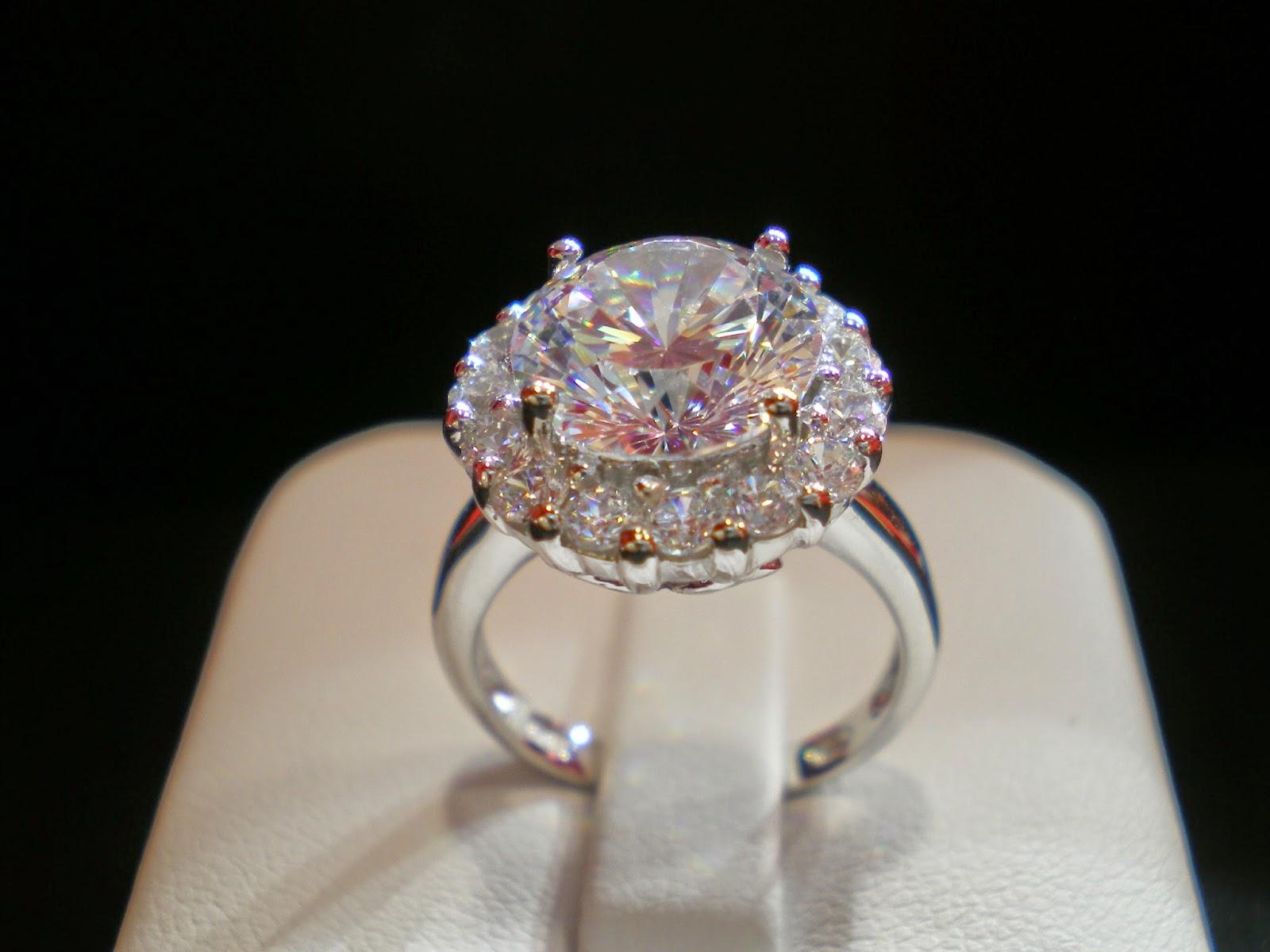 全港可能最閃最頂級的高檔方晶鋯石仿鑽石