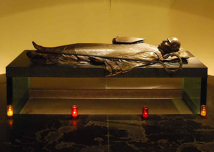 Túmulo de São Francisco de Motmorency Laval na catedral de Québec, Canadá.