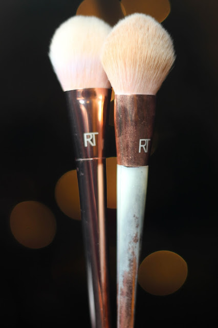 Real Techniques Bold Metals - Real vs. Fake, Bold Metals Collection by Real Techniques Tapered Blush Brush