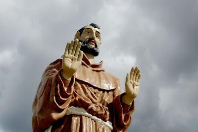 Imagens da Estátua de São Francisco, na cidade de Canindé - CE