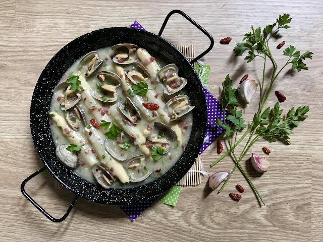 ESPÁRRAGOS EN SALSA VERDE con jamón y almejas receta