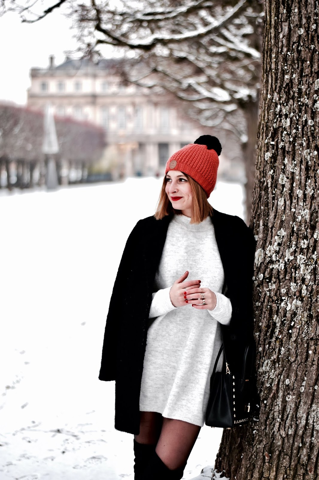 look hiver : associer cuissardes et robe pull