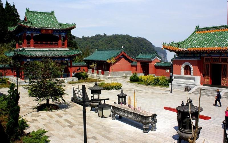 Temple Tianmen Mountain