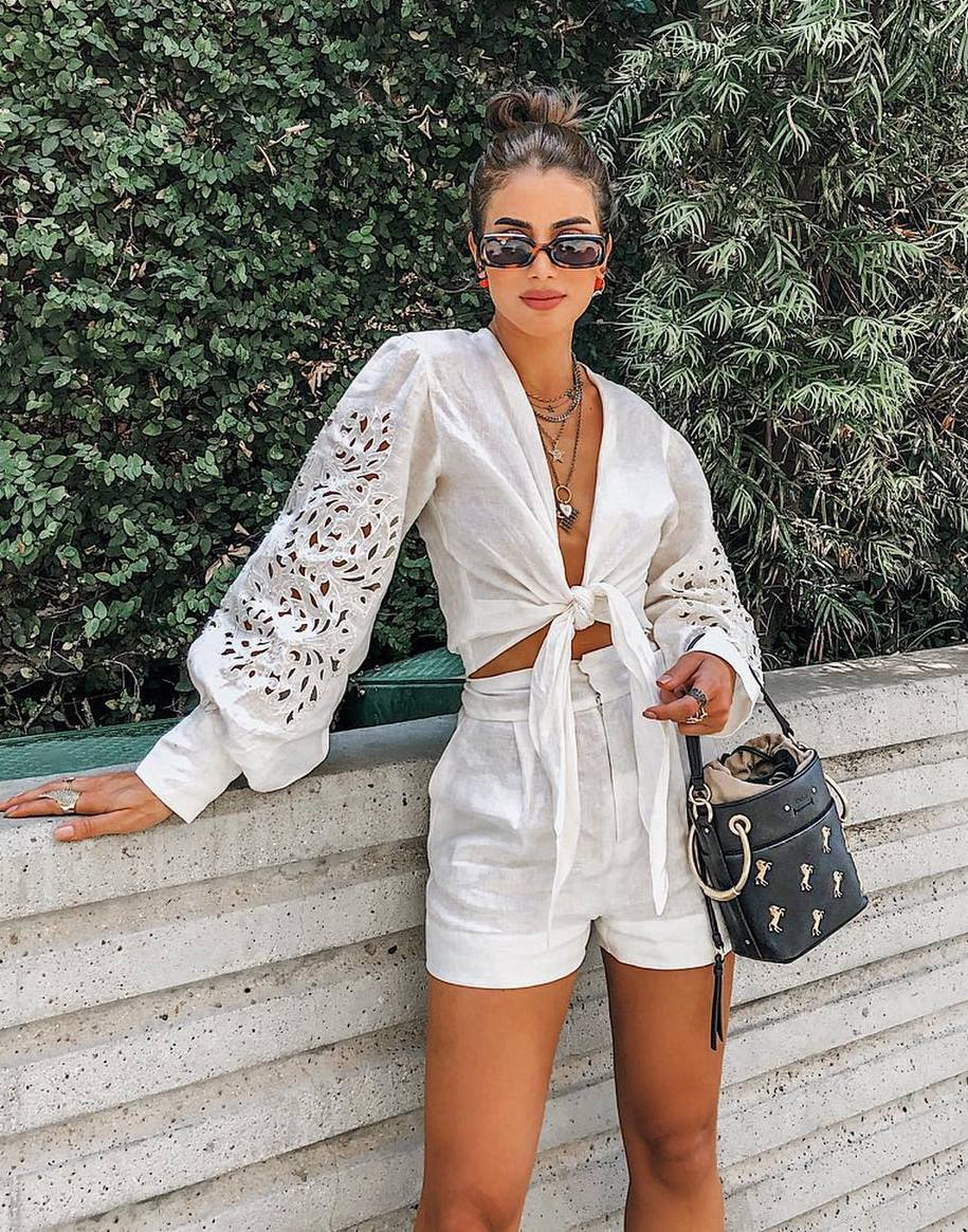 best vacation outfit / high waist shorts + black bag + blouse