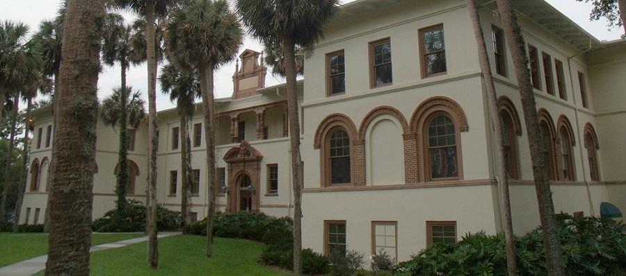 Ponce de Leon Hall en la Stetson University