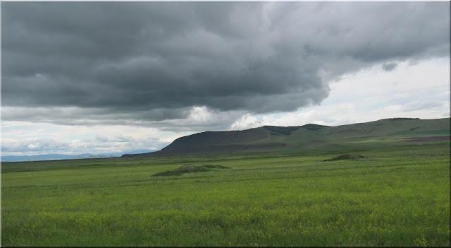 Дождь над холмами Хакасии