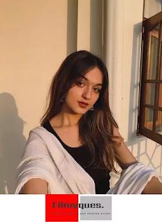 Shruti Bkshi (@shrutibkshi) Age, Height, Boyfriend, Biography, and More