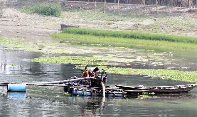 যমুনা ও কাটাখালী নদী থেকে অবৈধভাবে বালু উত্তোলন