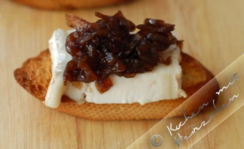 Crostini - Brie mit Zwiebelkonfitüre