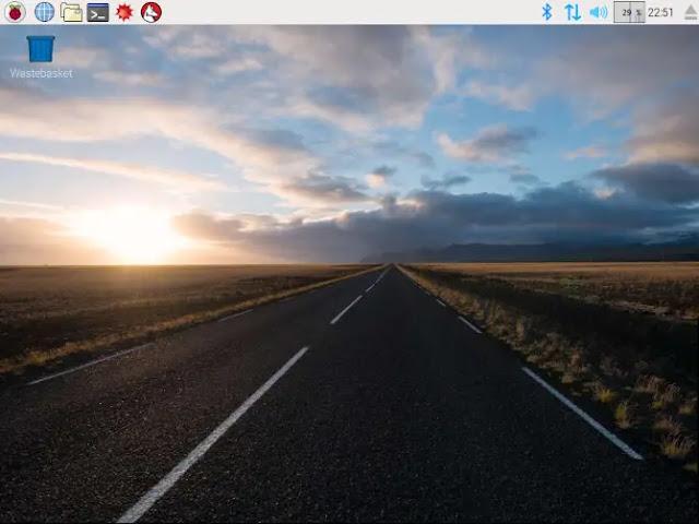 يتضمن Raspbian بيئة سطح المكتب PXEL المستندة إلى LXDE