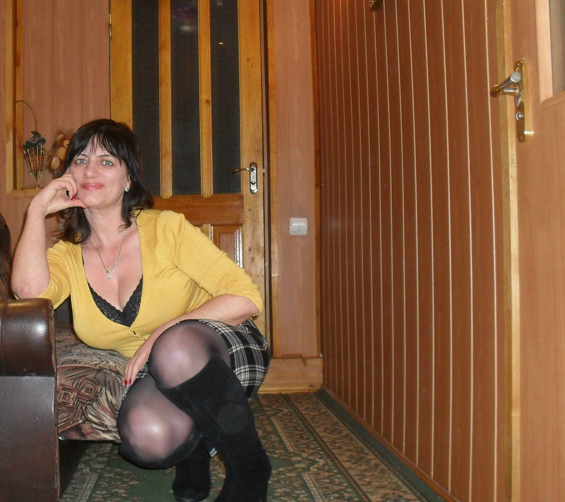 Mature Women In Stilettos