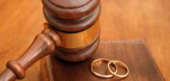 Sekretaris Daerah Kabupaten Seram Bagian Barat (SBB) Mansur Tuharea digugat cerai oleh isterinya Ny. Ros Tuharea ke Kantor Pengadilan Agama Masohi, Kabupaten Maluku Tengah, karena sejumlah alasan mendasar.