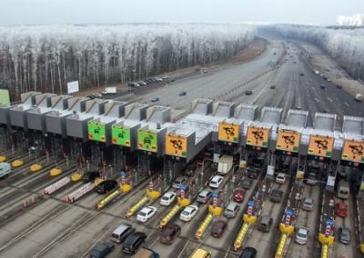 Разбитый асфальт станет платным: в Украине принят закон о концессионных дорогах