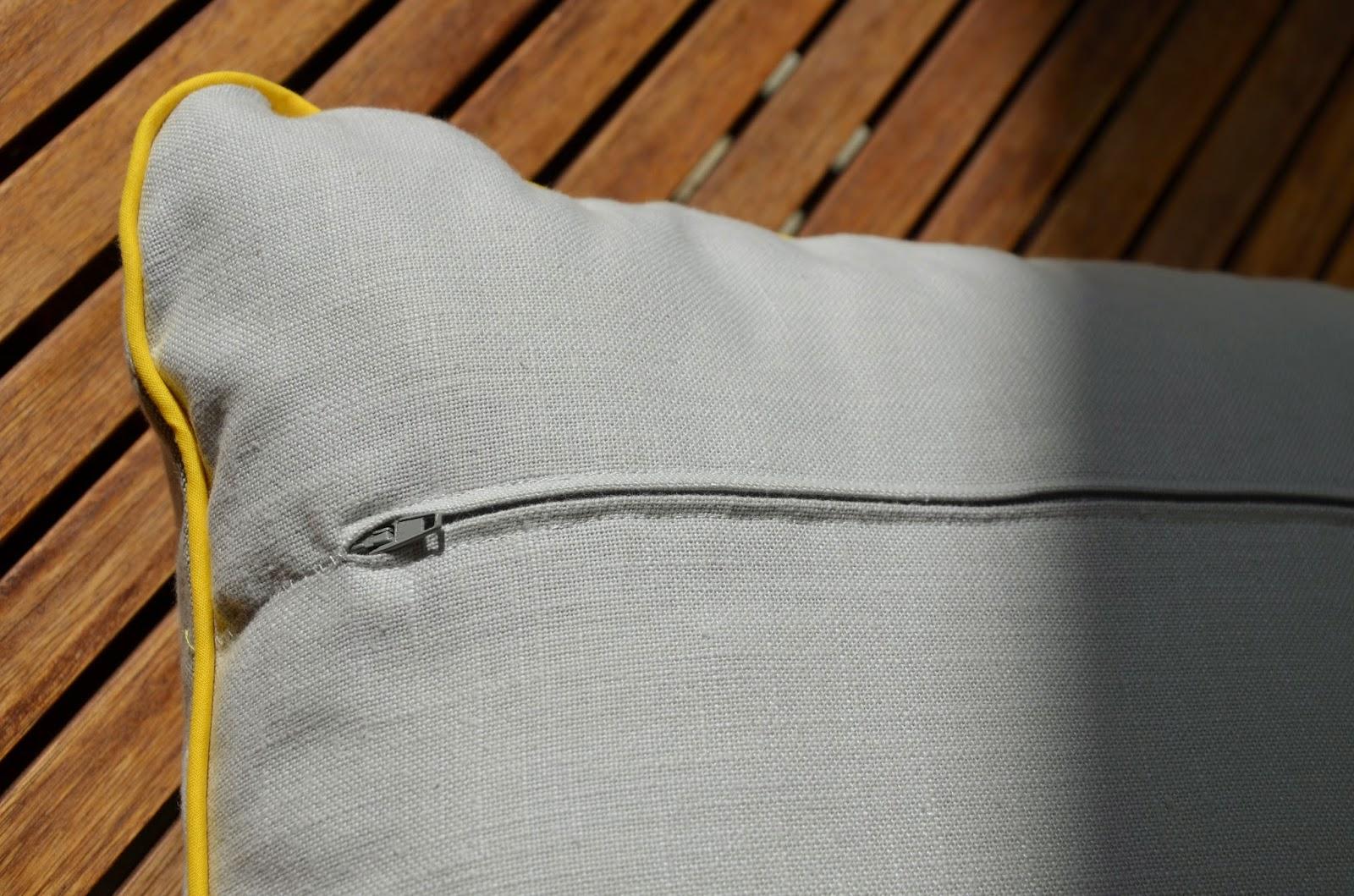 la petite verri re un copain pour mon coussin jaune. Black Bedroom Furniture Sets. Home Design Ideas
