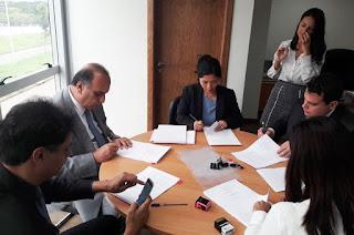 http://vnoticia.com.br/noticia/2250-emprestimo-de-r-2-9-bilhoes-ao-governo-do-rio-sera-assinado-nesta-sexta-15-12
