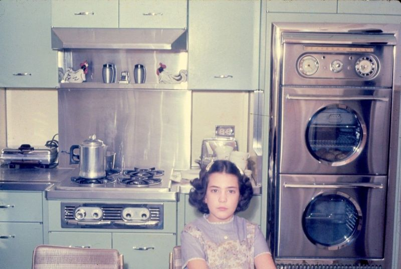 48 Color Snapshots Show How Kitchens Were Like in the 1960s