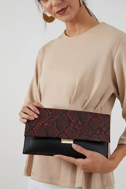 Yesha Febitha Snake Skin Clutches Red