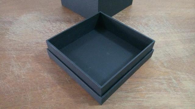 Detalhe da base da caixa.