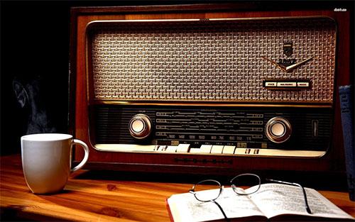 Dengerin Radio, Bikin Mood Jadi Baik
