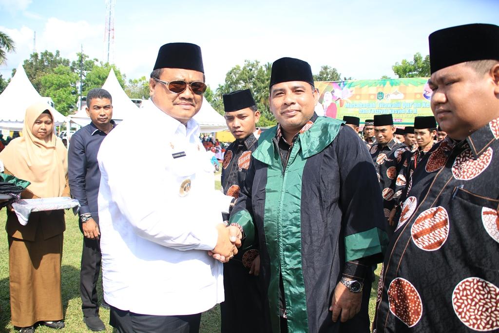 Bupati Labura melantik Dewan Hakim dan Juri di MTQ IX dan FSN ke X di kecamatan Marbau.