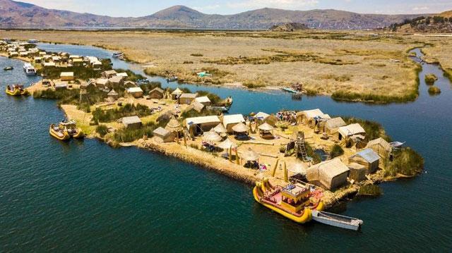 Pulau Apung Suku Uros, Peru