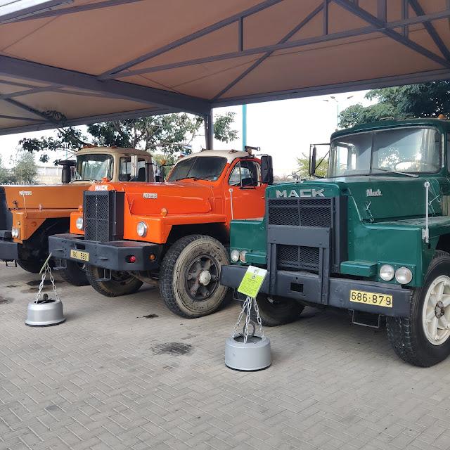 אוסף משאיות במוזיאון התובלה