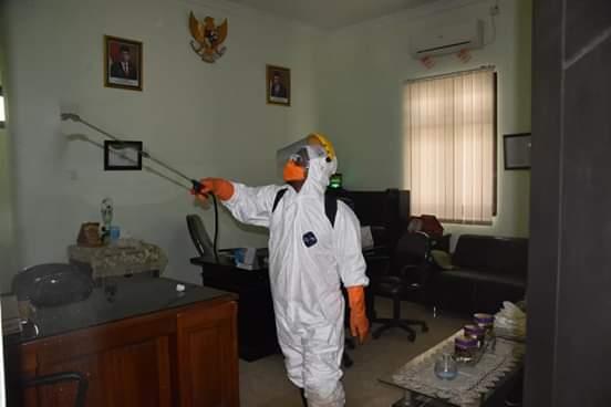 Dinas Kesehatan Kabupaten Madiun Lakukan Penyemprotan Untuk Cegah Virus Corona