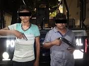 Detienen preventivos a dos sujetos armados en colonia Los Manantiales