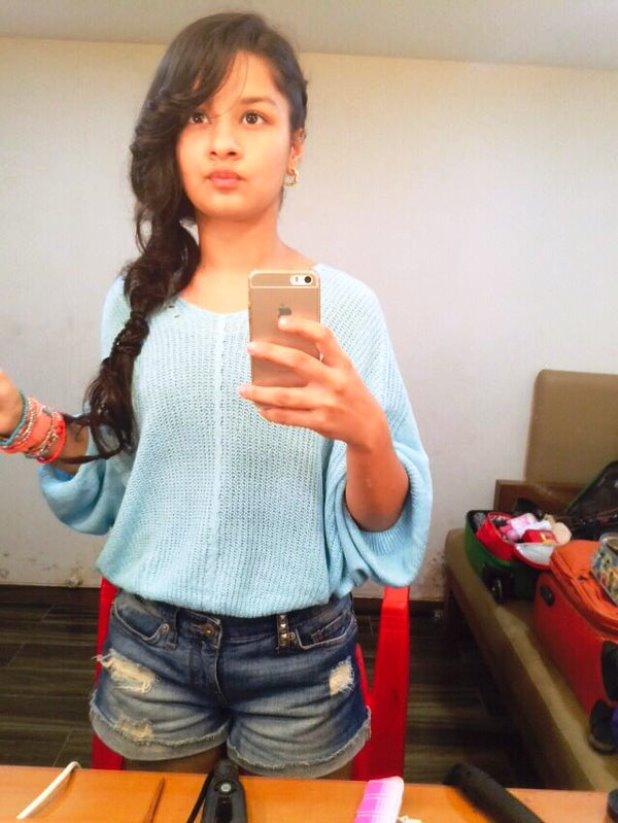 Avneet Kaur selfie pic