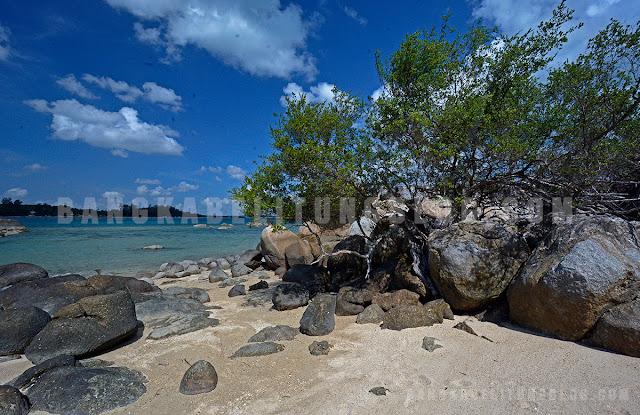 pulau-putri-di-pantai-penyusuk-bangka-belitung