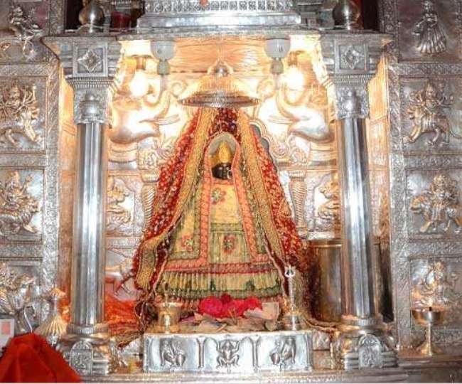 इस मंदिर में मूर्ति से पसीना निकलने का मतलब है मां से मांगी गई मनोकामना पूरी होगी।