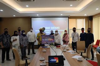 PT Angkasa Pura II (Persero) memberikan dana kemitraan secara simbolis kepada Pelaku UMKM Prov Banten dan Tangerang Raya