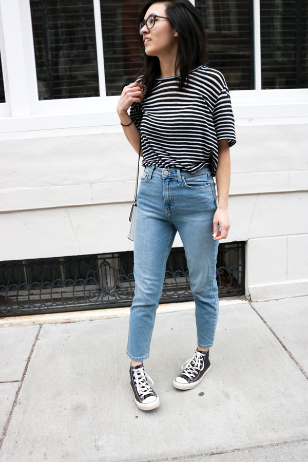casual outfit striped t-shirt, mom jeans, converse shoes