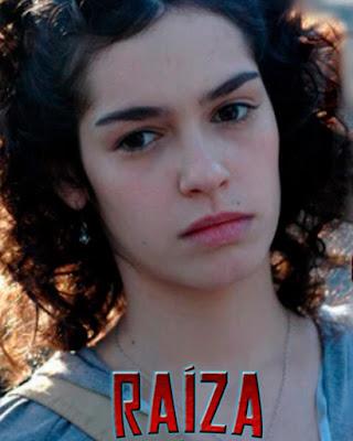 Atriz Maria Flor interpretando Raíza em websérie