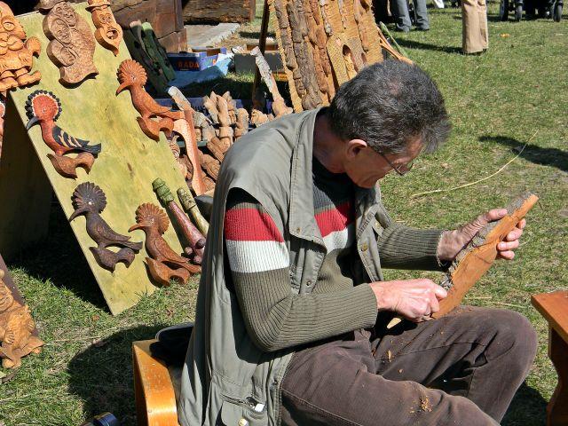 rzeźbienie, drewno, jarmark, w Ochli