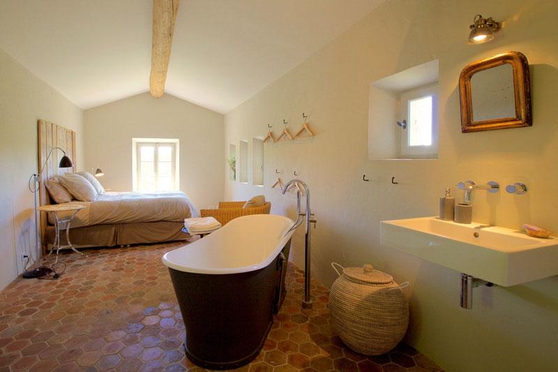 camera da letto country con bagno in camera
