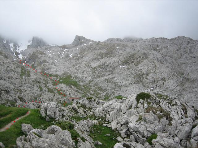 Rutas Montaña Asturias: Picos con niebla, en ruta al Requexón