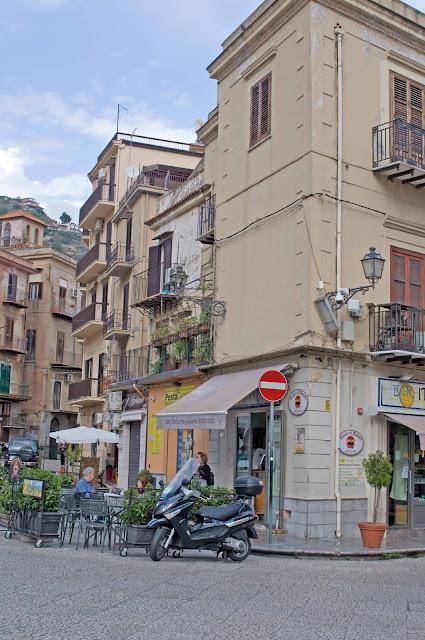 centrum Monreale, ulice, kawiarnie, katedra, Palermo, okolice