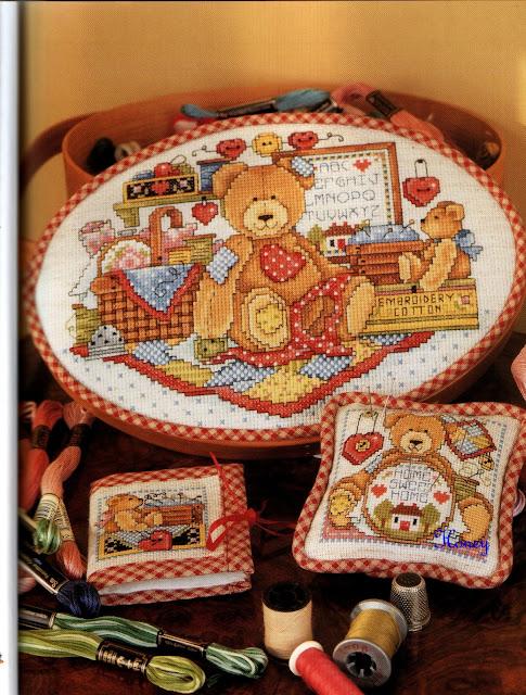 Oggi  vi propongo una serie di schemi dedicati a simpatici orsetti da ricamare sul corredino di un neonato.