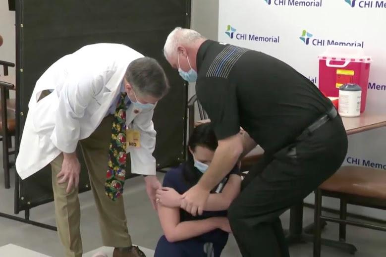 Após tomar vacina da Pfizer, enfermeira desmaia em conferência