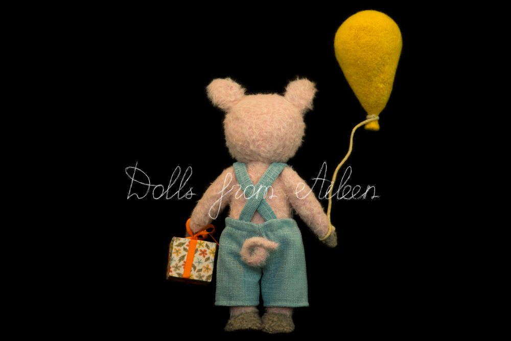 OOAK artist teddy pig holding balloon and gift, view from behind