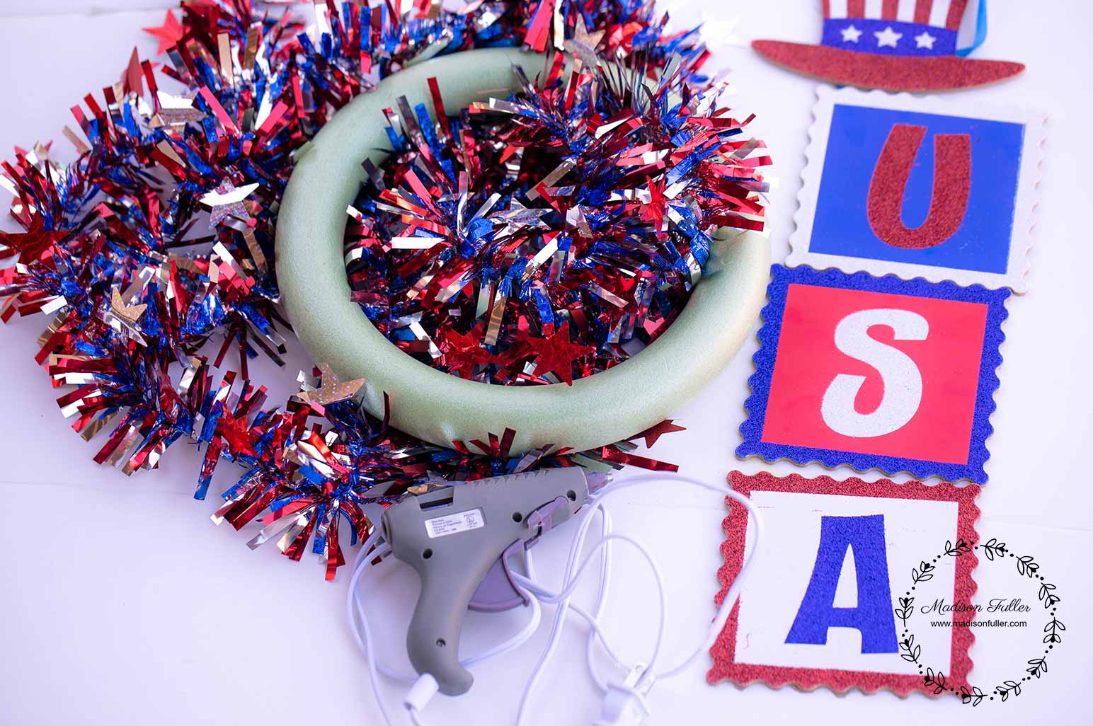DIY Dollar Store 4th July Wreath Supplies
