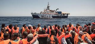 """كاهن إيطالي يدعو لوقف """"التضحيات البشرية على مذبح الهجرة"""""""