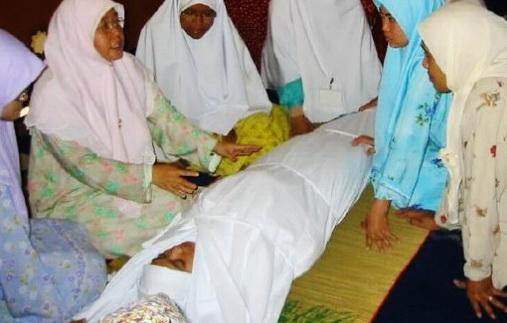 SUBHANALLAH.. Meninggal Setelah Hafal Quran, Kafan Gadis Ini Berbau Wangi