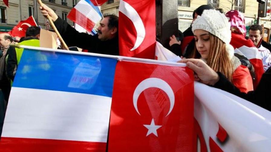 """Το Παρίσι εξετάζει να πιέσει """"πολύ περισσότερο""""την Τουρκία"""