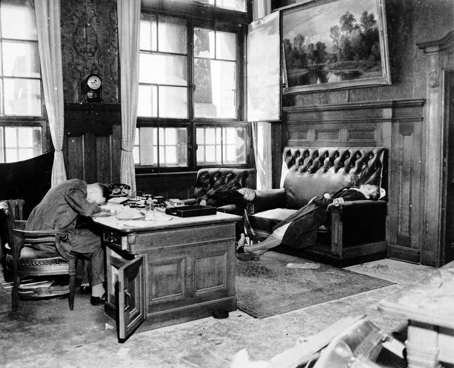 Ο Αντιδήμαρχος Ernst Kurt Lisso και η οικογένειά του μετά την αυτοκτονία τους με κυάνιο για να αποφύγουν τη σύλληψη από στρατεύματα των ΗΠΑ, το 1945