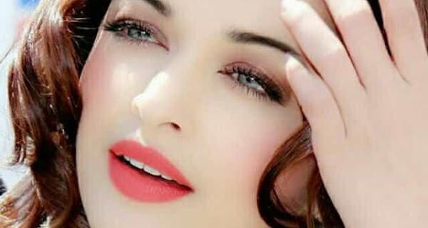 Beautiful Aishwarya Rai in Pink Lips